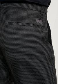 Lindbergh - CLUB PANTS CHECKED - Kalhoty - grey - 3