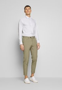 Lindbergh - CLUB PANTS - Chinot - army - 1