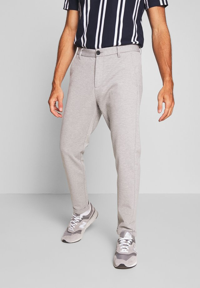 KNITTED CROPPED PANTS - Chinos - light grey