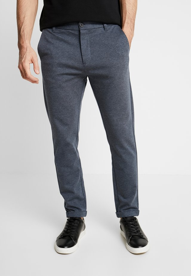 KNITTED CROPPED PANTS - Chinos - blue