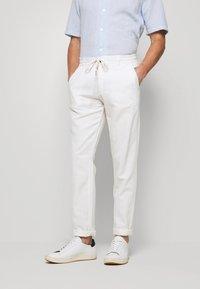Lindbergh - PANTS - Stoffhose - white - 0