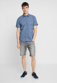 Lindbergh - REGULAR FIT  - Jeans Short / cowboy shorts - grey highway - 1