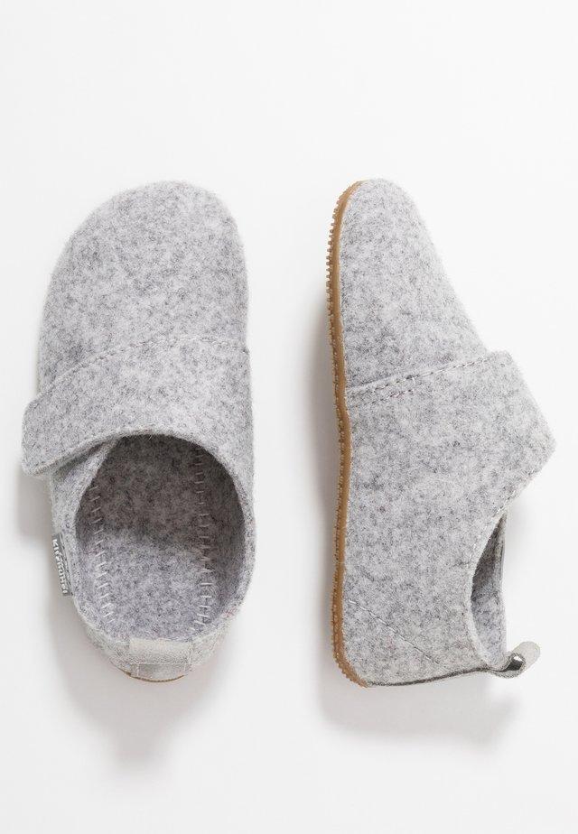 KLETTMODELL UNI - Pantoffels - nebel