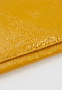 Liebeskind Berlin - Peněženka - tawny yellow - 2
