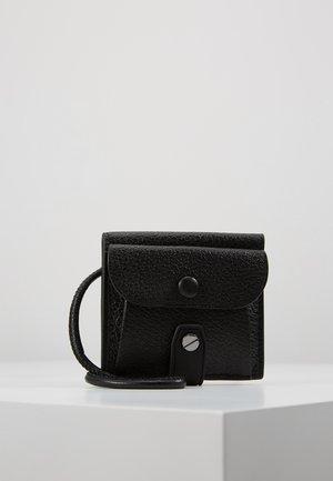 NECK CAR - Lommebok - black