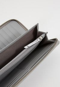 Liebeskind Berlin - GIGI - Wallet - silver - 2