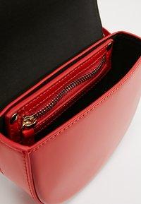 Liebeskind Berlin - VENUS - Bum bag - red patent - 4