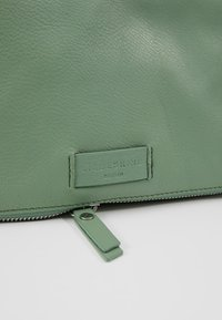 Liebeskind Berlin - ESSENTIAL CAMERA BAG SMALL - Across body bag - hedge green - 6