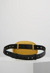 Liebeskind Berlin - Rumpetaske - tawny yellow - 2