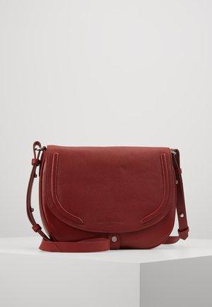 RLNCROSSM - Across body bag - dahlia red