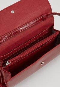 Liebeskind Berlin - Across body bag - dahlia red - 4