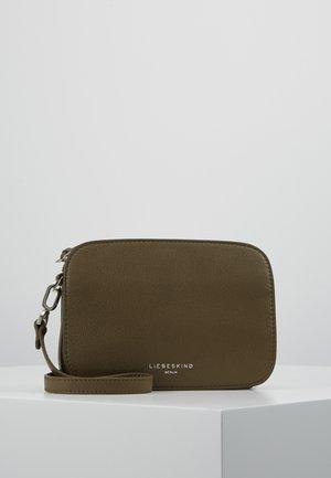 EVCROSBS2 - Schoudertas - dark oliv green