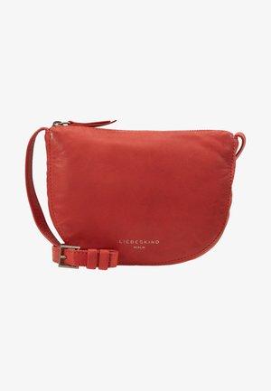 ERCROSSBS - Taška spříčným popruhem - poppy red