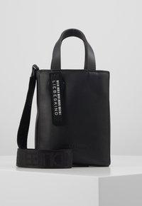 Liebeskind Berlin - PAPERBXS - Håndtasker - black - 0