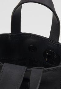Liebeskind Berlin - PAPERBXS - Håndtasker - black - 5