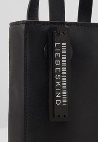 Liebeskind Berlin - PAPERBXS - Håndtasker - black - 2