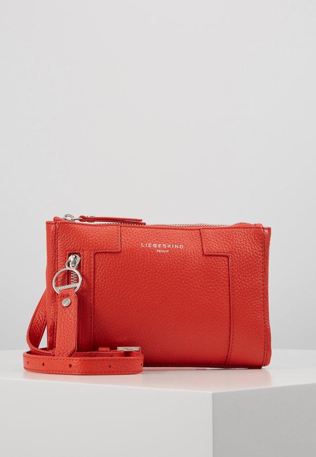 Skuldertasker - poppy red