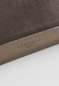 Liebeskind Berlin - BASAMAPS9 - Across body bag - warm silver - 6