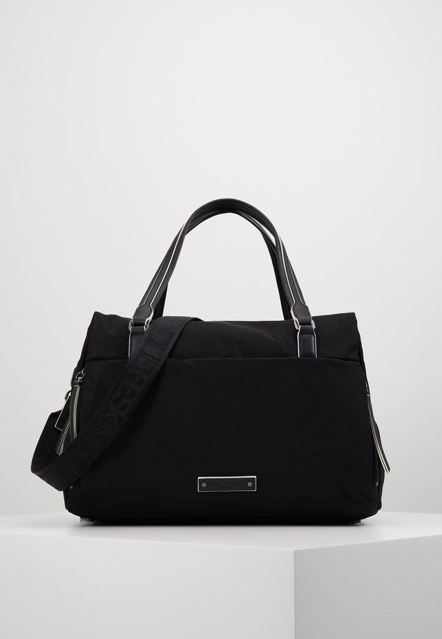 MOSATCHM MONTKA - Håndtasker - black