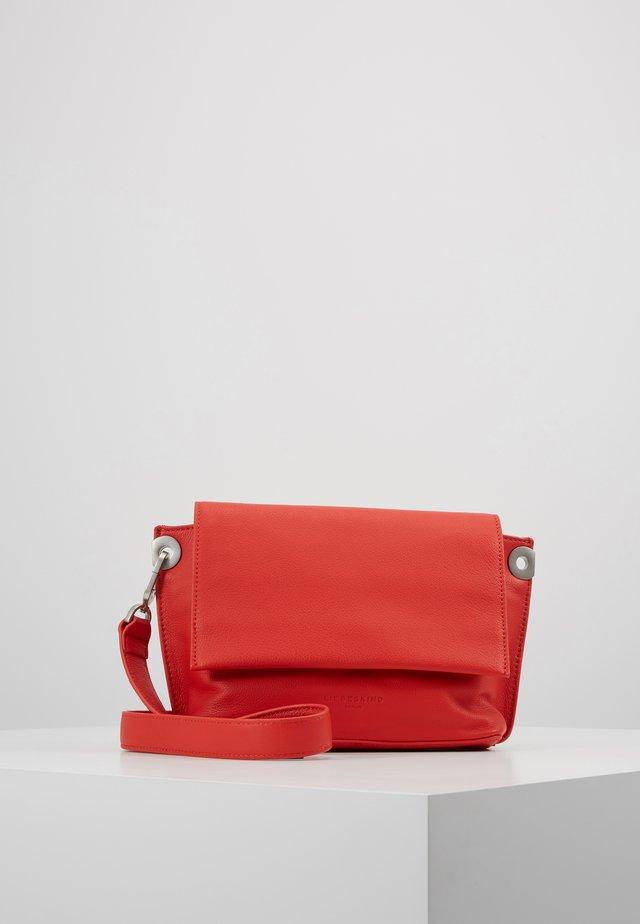 QUMESSS - Across body bag - poppy red
