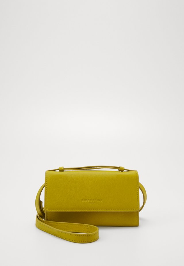 Clutches - lime