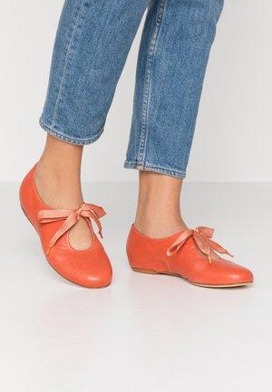 CHARRUA - Zapatos de vestir - after coral