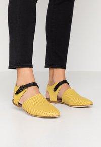 lilimill - ZAIA - Slippers - twister lemon - 0