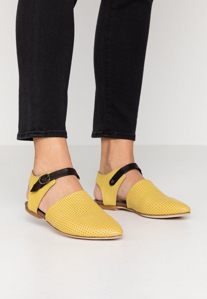 lilimill - ZAIA - Slippers - twister lemon