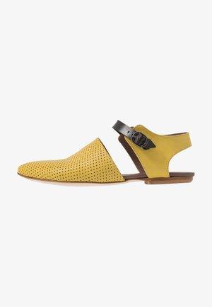 ZAIA - Slippers - twister lemon