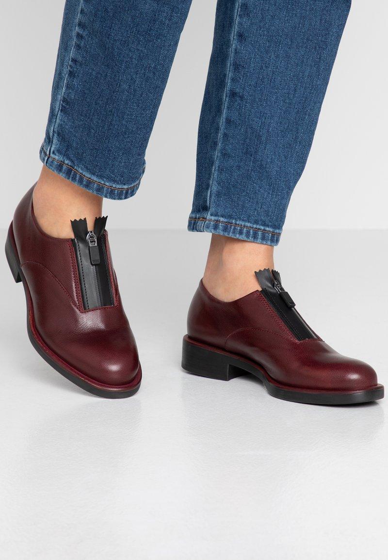 lilimill - VIENNA - Šněrovací boty - twister magenta