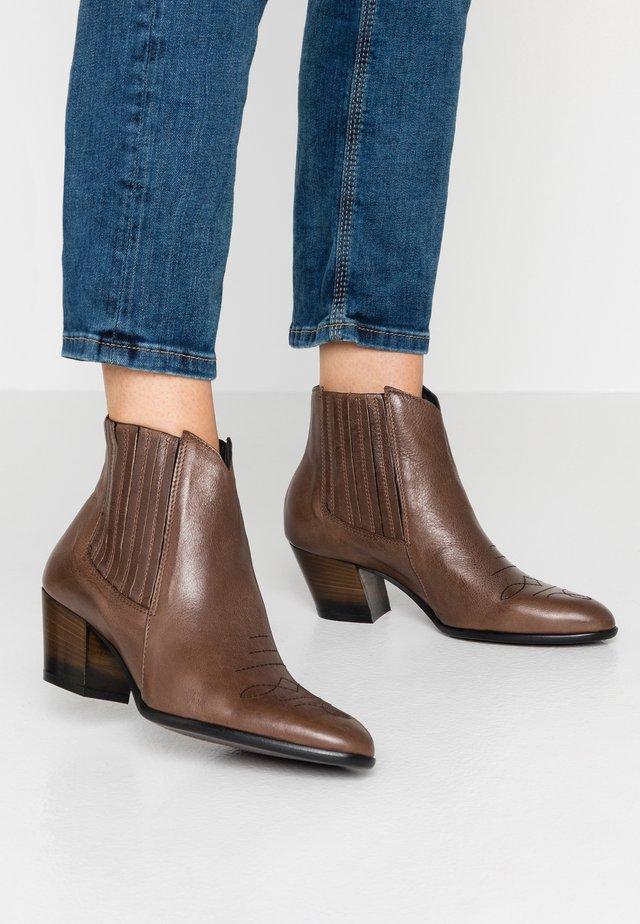 FEDORA - Boots à talons - twister visone