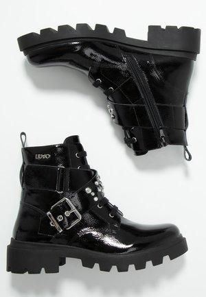 DEBBIE BOOTIE - Bottines à lacets - black