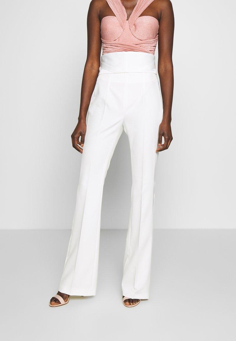 LIU JO - BOOTCUT HIGHT WAIST - Trousers - light white milk
