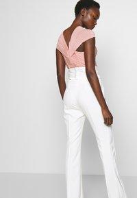 LIU JO - BOOTCUT HIGHT WAIST - Trousers - light white milk - 3