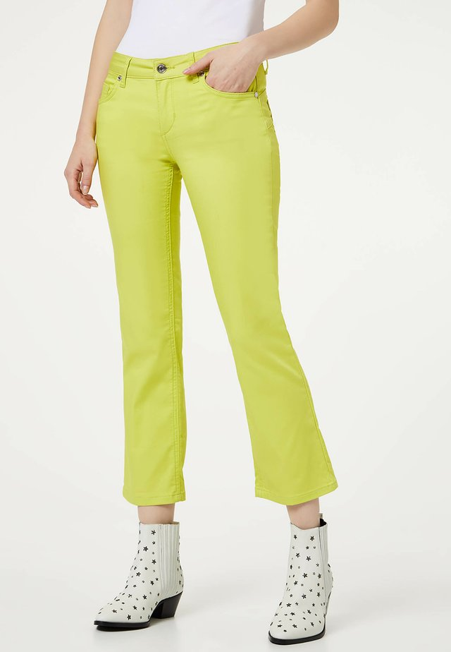 TRUMPET - Flared Jeans - yellow