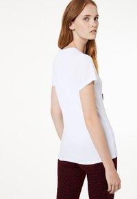 Liu Jo Jeans - LIU JO JEANS - T-shirt z nadrukiem - white - 2