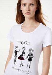Liu Jo Jeans - LIU JO JEANS - T-shirt z nadrukiem - white - 3