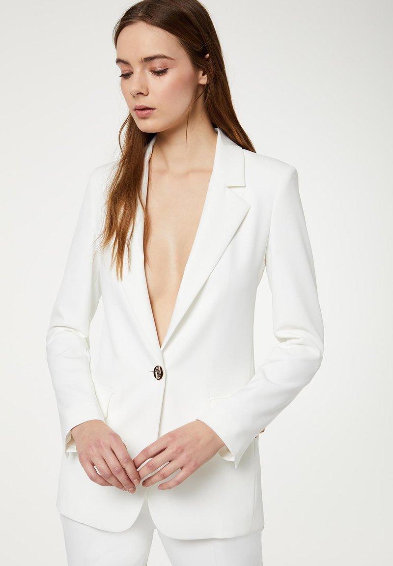 LIU JO - Short coat - white