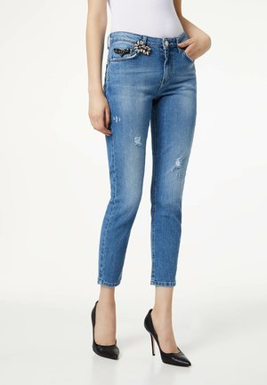 WITH JEWEL BROOCH - Jeans slim fit - blue
