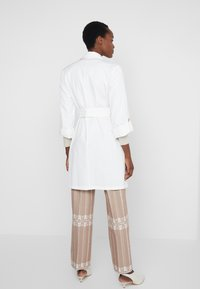 LIU JO - TRENCH - Gabardina - star white - 2