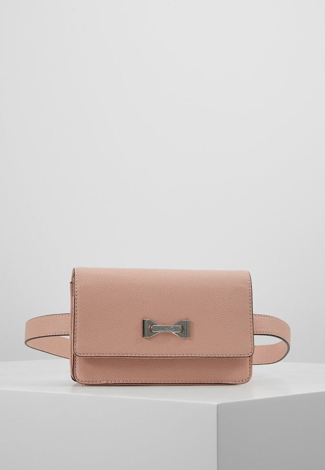 BELT BAG CAMEO - Saszetka nerka - light pink
