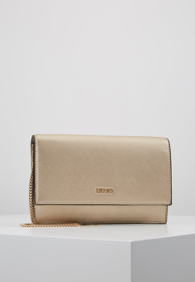 CROSSBODY CAMEO - Clutches - gold