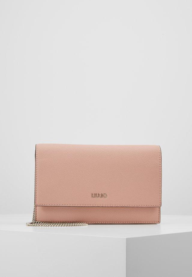 CROSSBODY CAMEO - Pikkulaukku - light pink