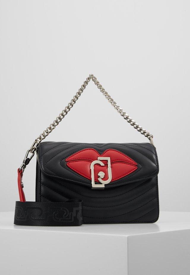 CROSSBODY - Håndtasker - black