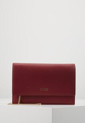 CROSSBODY CILIEGIA - Clutch - red