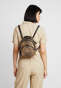 LIU JO - BACKPACK LEOPARDO - Sac à dos - marrone - 1