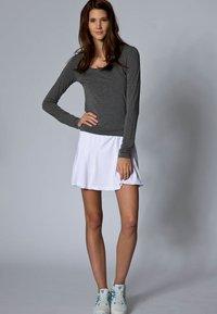 Limited Sports - SKORT FANCY - Sportovní sukně - white - 2
