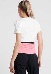 Limited Sports - SOHO - Print T-shirt - popstar/white/black - 2