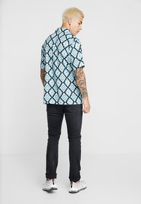 Liquor N Poker - SHIRT IN ATZEC - Hemd - teale aztec - 2