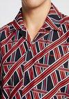 Liquor N Poker - REVERE COLLAR IN GEOMETRIC LINE  - Shirt - red/black
